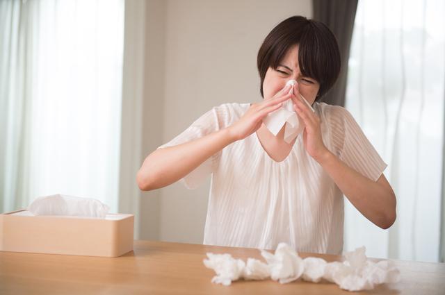 鼻水がのどに流れている...?気管支炎や肺炎にもつながる「後鼻漏」とは