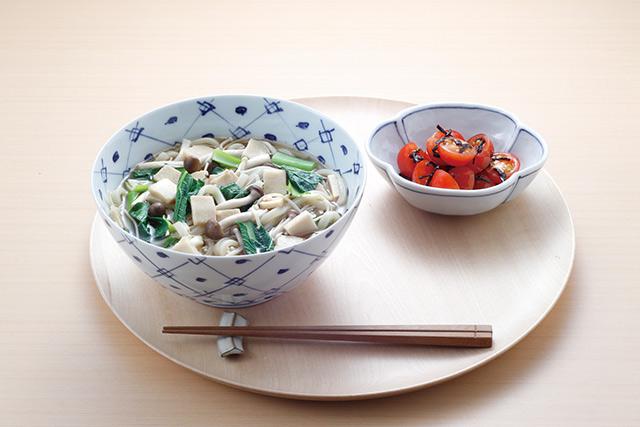 【朝ごはんレシピ】食物繊維&ビタミンたっぷり「きのこと高野豆腐の温うどん」/長生き朝ごはん(11)