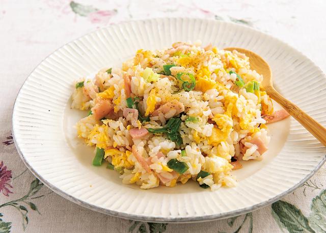 簡単、便利、味付けいらず!トロトロにんにく塩麹ペーストで作る「卵チャーハン」レシピ