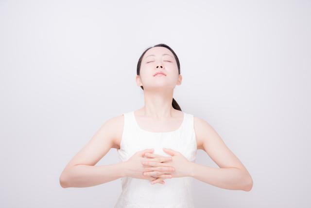 呼吸が浅くなり、腰痛の原因にも!「ろっ骨の固さ」セルフチェック