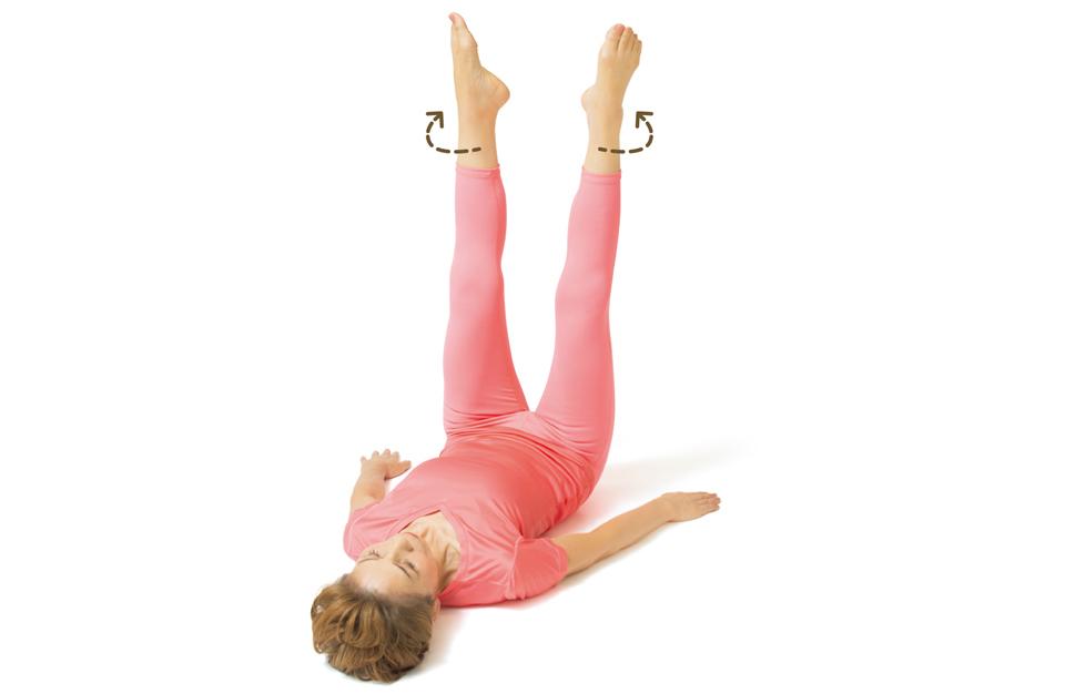 むくみや冷えを改善!寝たままOK「足首回しストレッチ」