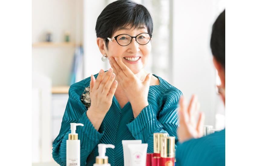 手、首、顔に一日中使って「ツヤ肌」に。85歳の美容研究家が教える「乳液美容法」とは