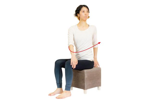 いすに座ったまま体をねじる♪  気持ちよ~く高血圧を改善する「血管緩めヨガ」