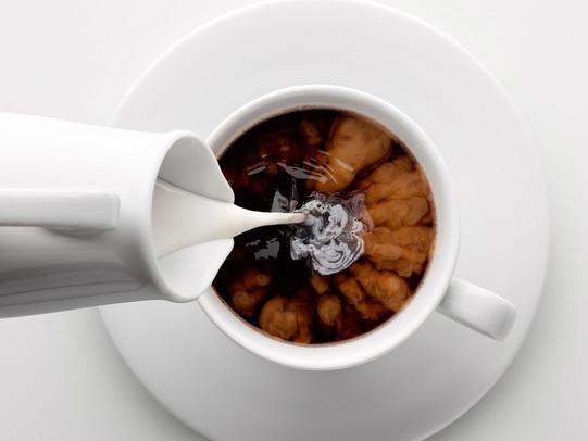 「濃いめコーヒー」を牛乳などで薄めるのが〇。健康によくておいしいコーヒーの飲み方