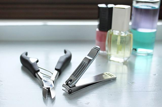 爪の切り方は「スクエアカット」が理想です/足の爪の変形