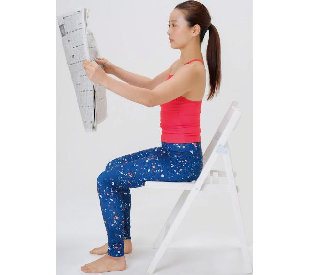 新聞だけご用意を!呼吸機能アップと誤嚥予防ができる「アイウエ音読&フーフー息かけ」