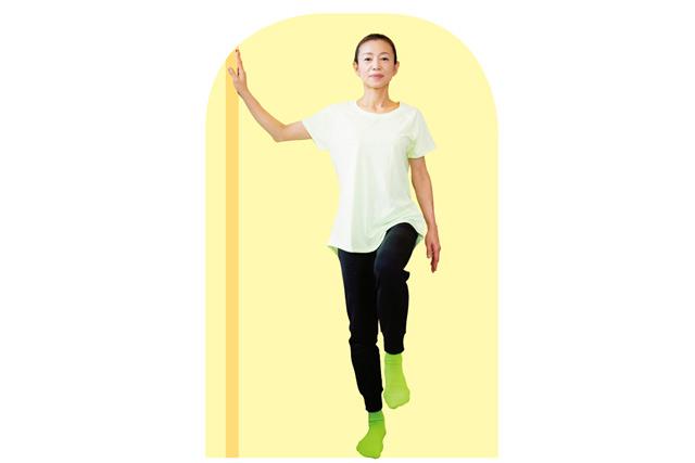 階段でふらつく人に。めまいを改善「片足立ち」の足の体操/小脳を鍛える体操(6)