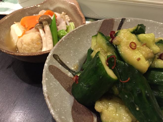 寒い日の鍋の副菜にぜひ。黒酢しょうゆを使ってたたききゅうりを【作ってみた】/まりえ☆