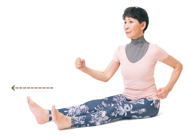 骨盤のまわりを緩めて歪みを矯正して、腰痛などの予防改善へ! 床に座って「お尻歩きストレッチ」