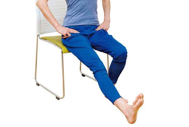 骨盤を正しい位置に! 腰痛予防の「太もも裏伸ばし体操」/腰ほぐし体操