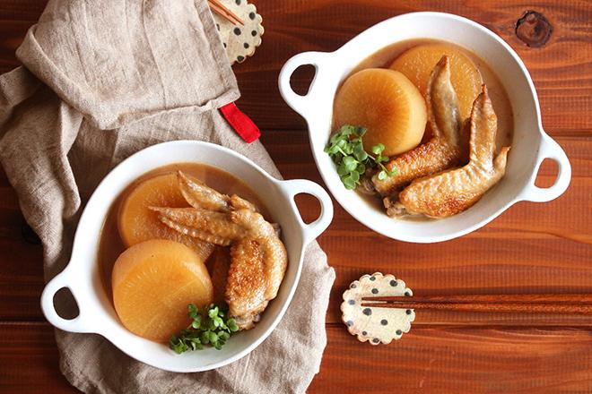 鶏肉ホロリ&骨もスルッ! 黒玉ジャムで手羽先と大根の甘酢煮を【作ってみた】/るぅ