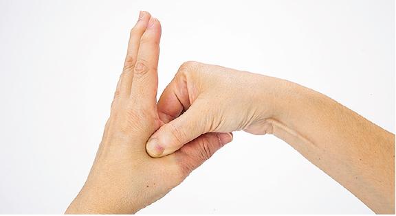 5分の指圧で血圧を20mmHg下げる効果も!手のツボ「合谷(ごうこく)」のセルフ指圧を覚えよう