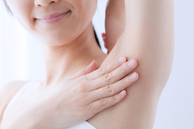 におう汗の原因は女性ホルモン?更年期に注意すべき汗事情
