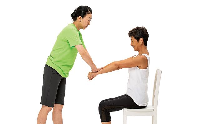 体、正しく動かせてる? 鏡の前で3つの簡単セルフチェック!/体ほぐし体操