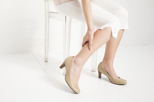 靴やインソールにご注意を。40代から知っておきたい「足底腱膜炎」2つのポイント