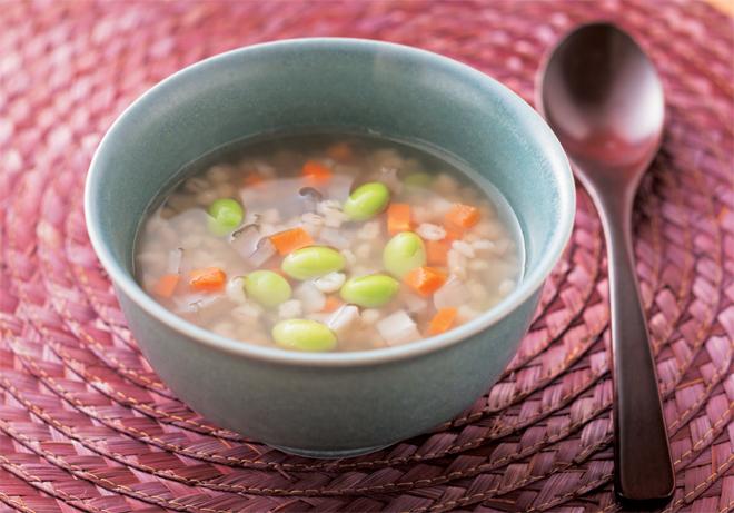 もち麦を入れてヘルシーに! たっぷり根菜スープやチャーハンレシピ/もち麦ダイエット