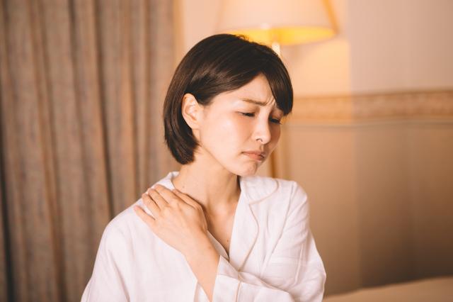 首痛や肩こり、重症レベルだと「うつ病」の原因にも...「胸椎の固まり度」チェック