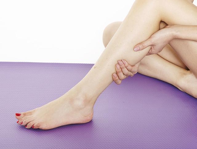 リンパ液を流して! インスタで人気の45歳主婦が実践する「おやすみ前の足マッサージ」