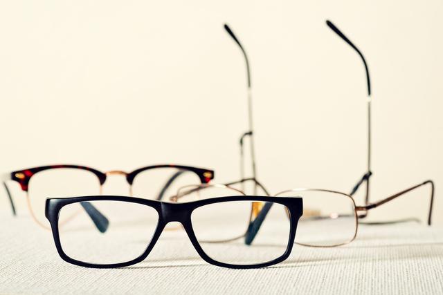 用途によって数本を使い分け! 老眼鏡の上手な使い方/老眼