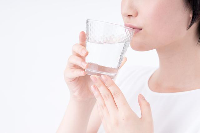 実は水分補給も大切!ヘルペスの再発を防ぐ「食事」の心得