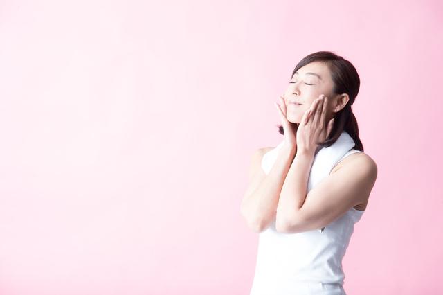 美肌や小顔効果に加え、脳のデトックスにも⁉「顔の筋トレ」で変わること