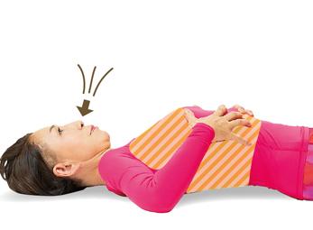 あおむけで行う「しっかり呼吸」でリンパの流れを改善!/前新式寝たままリンパ体操