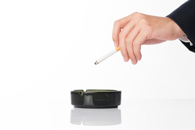 喫煙が椎間板を変形させる! 禁煙して腰椎椎間板ヘルニアの症状を改善しよう/坐骨神経痛
