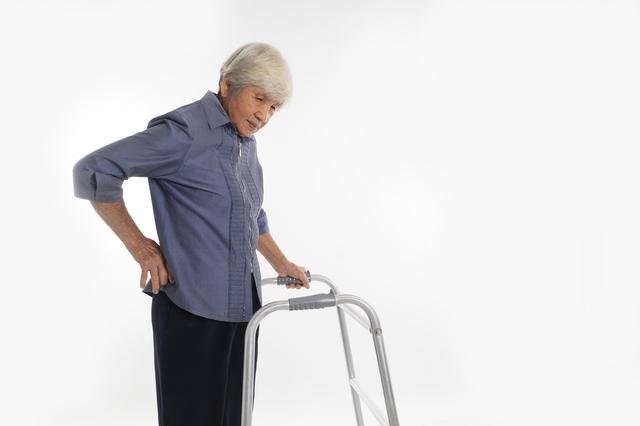 腰部脊柱管狭窄症の人にやさしい姿勢、やってはいけない動作とは?/坐骨神経痛