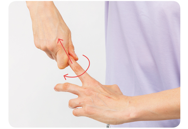 手や体が温まり、リラックス効果も!「指」の血管マッサージ