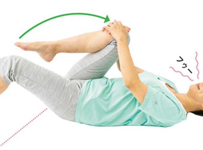 毎日1分でOK! 朝、布団の中でできる「体ほぐし体操」で坐骨神経痛を予防・改善