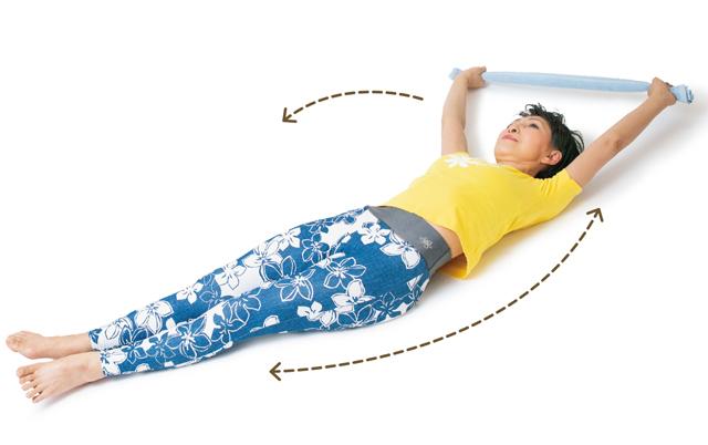 寝たまま気持ちよ~く血行とリンパの流れを促進! タオルを使って「スーパー引き伸ばしストレッチ」