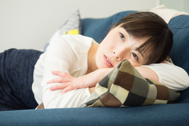 あなたは大丈夫?生理前だけ急激に落ち込む人は月経前緊張症かも...