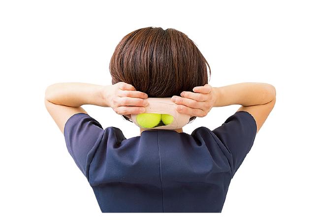 テニスボールを使ってできる! 慢性的な肩こりを改善する1日5分体操