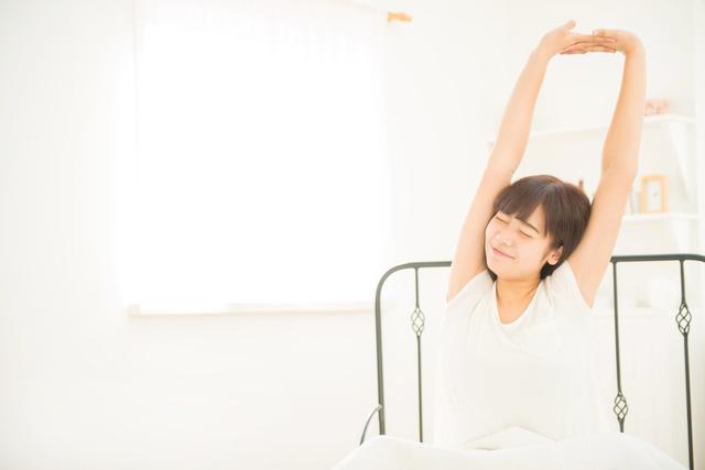 首こり、肩こりに。「体のバランス矯正」の専門家による「枕なし睡眠」のススメ