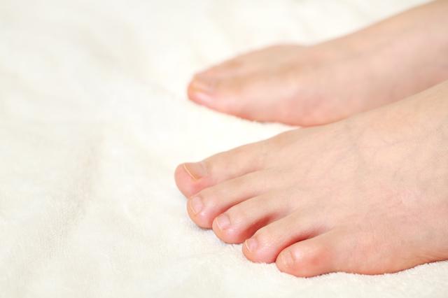 爪がないと歩けない!? 体重を支える足の爪の仕組み/足の爪の変形
