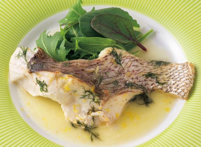 食塩不使用バターも香りやコクは濃厚「鯛のバターワイン蒸し」/塩なしレシピ