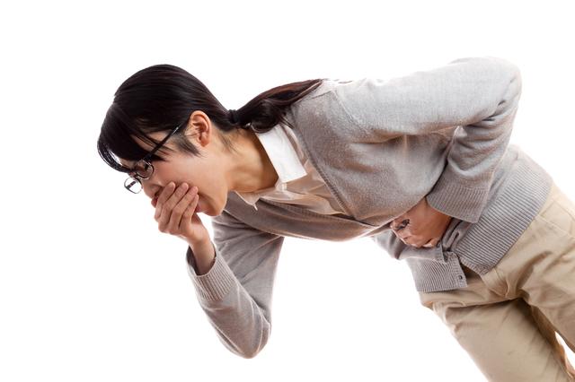 「食中毒」の応急処置は、まず吐かせることが大事!/やさしい家庭の医学