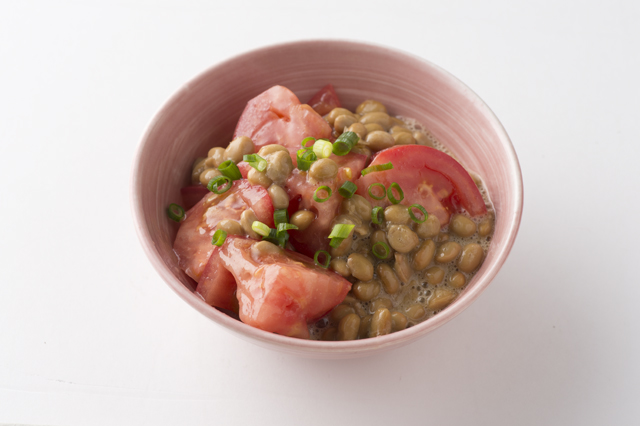 リコピンで抗酸化力アップ!「トマト納豆」/奥薗流! 旬野菜を使ったスピード小鉢(3)