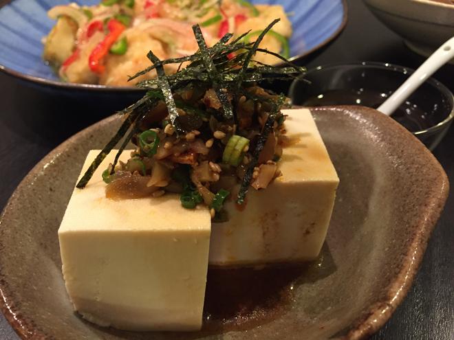ボリュームある副菜に! 黒酢しょうゆを使って中華風冷ややっこを【作ってみた】/まりえ☆
