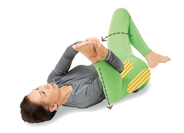 腰痛の予防・改善にも! 寝たままでOKな「らくちん股割り体操」/前新式寝たままリンパ体操