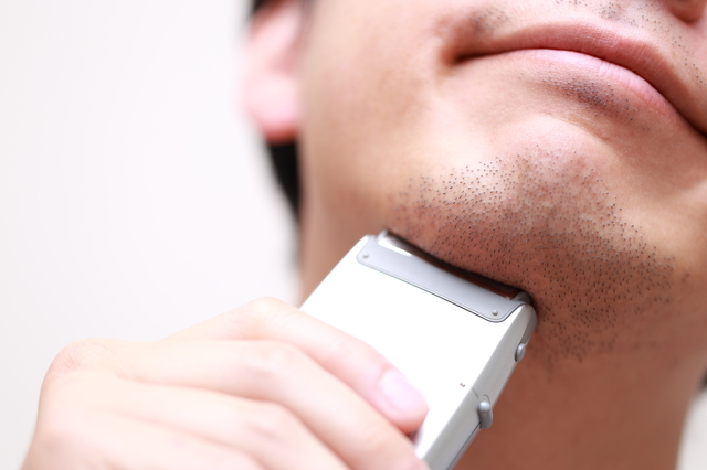 ヒゲは剃ると濃く見える。ならば、髪も剃り続けると濃く見える?/抜け毛予防