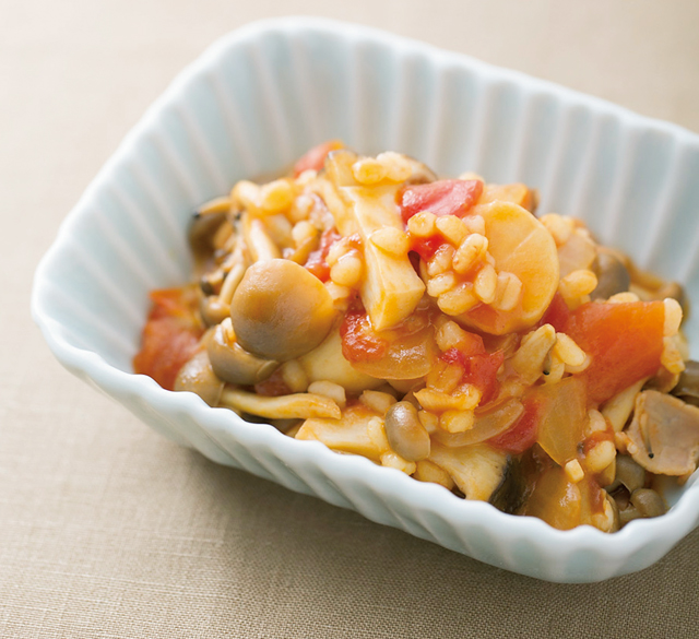 「あと一品」をもち麦で解決! きのこともち麦のトマト煮/もち麦&粉ミルクでやせる!(3)