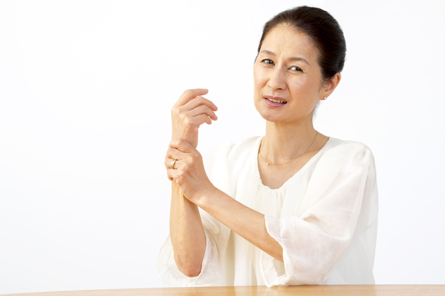 腕にしびれが出たら要注意! 加齢とともに増える関節の病気/首の痛み