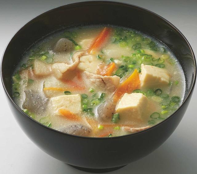 豚汁に「れんこんパウダー」ちょい足しでとろみアップ! れんこんパウダーレシピ(3)