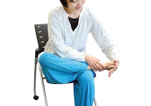 腰やひざの痛みにも!1日3分「足指のばし体操」のススメ