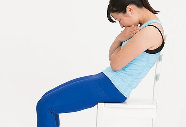 座ったままで腹筋を鍛える「座位での上体起こし」で腰痛予防!/筋肉貯金