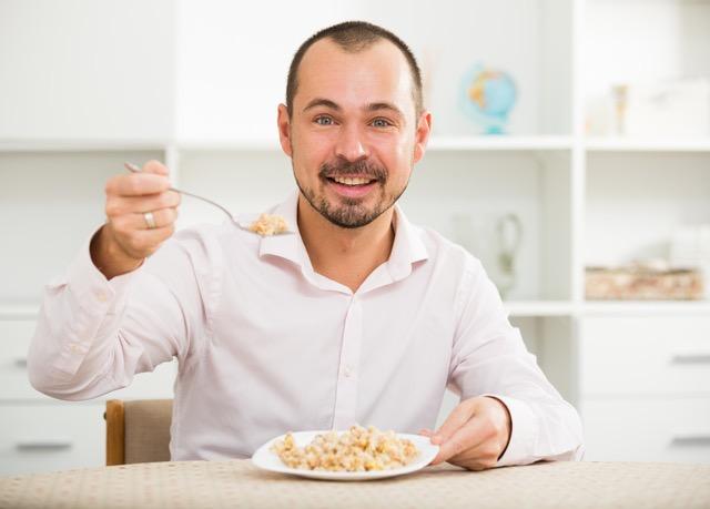 お腹を膨らませることだけを目的に食べてはいけない/稼げる男は食事が9割(32)