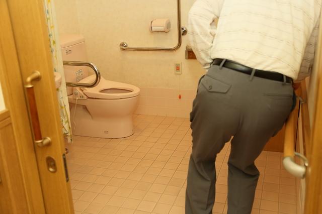 高齢者の排泄トラブルには3つの原因があった! 原因を知って対策を