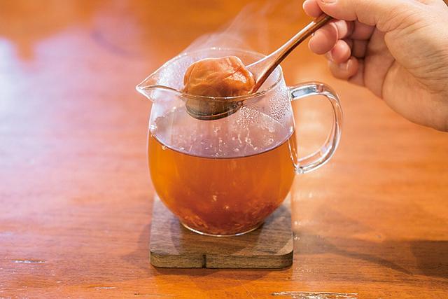 冷え症の改善に! 梅干し入りの番茶「梅醤番茶」で体の中から温まる/番茶(2)