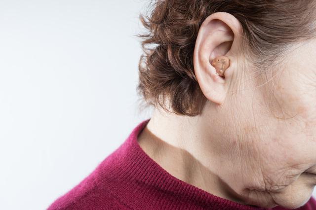 難聴は認知症を招く? 補聴器を上手に取り入れると認知症予防につながる/難聴・めまい